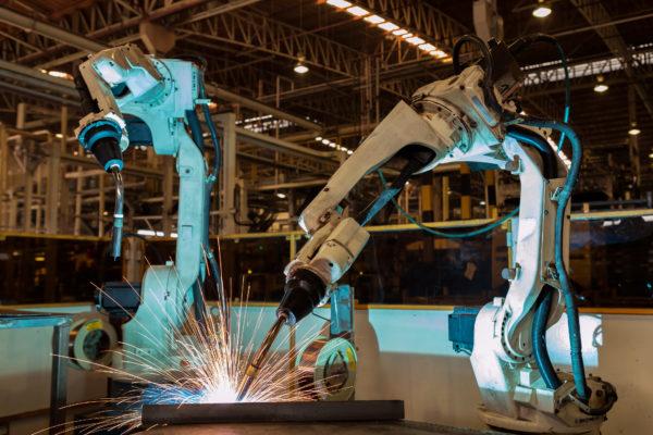 Roboter verarbeiten Material