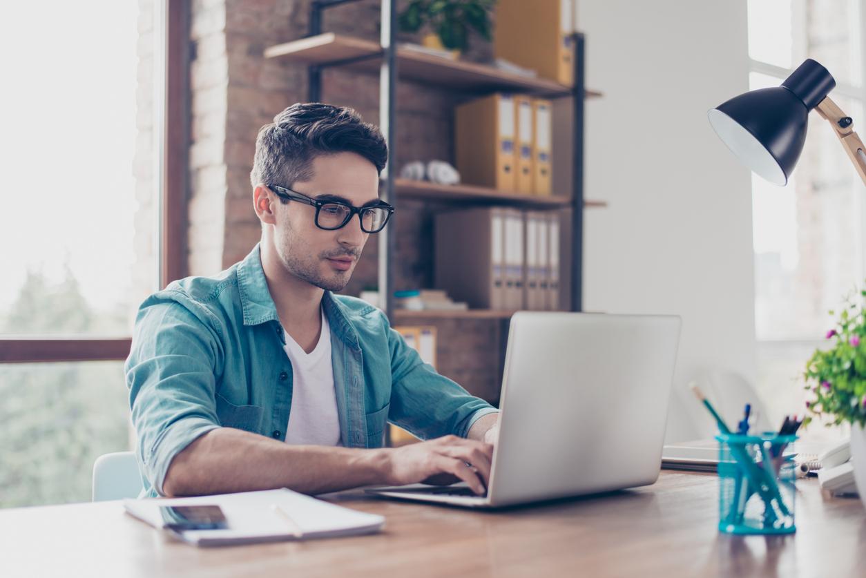Anwendung von IT-Technologien im Online-Handel.