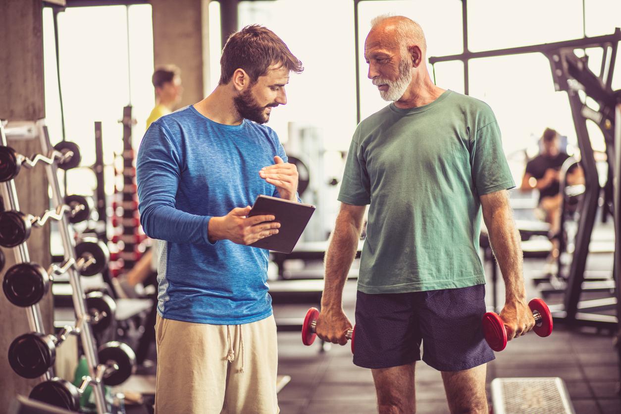 Aufgrund des demografischen Wandels verbreitet sich zunehmend Senioren-Fitness.