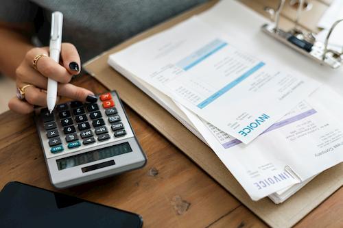 Mit einem Kleinkredit offene Rechnungen Ihrer Kunden überstehen