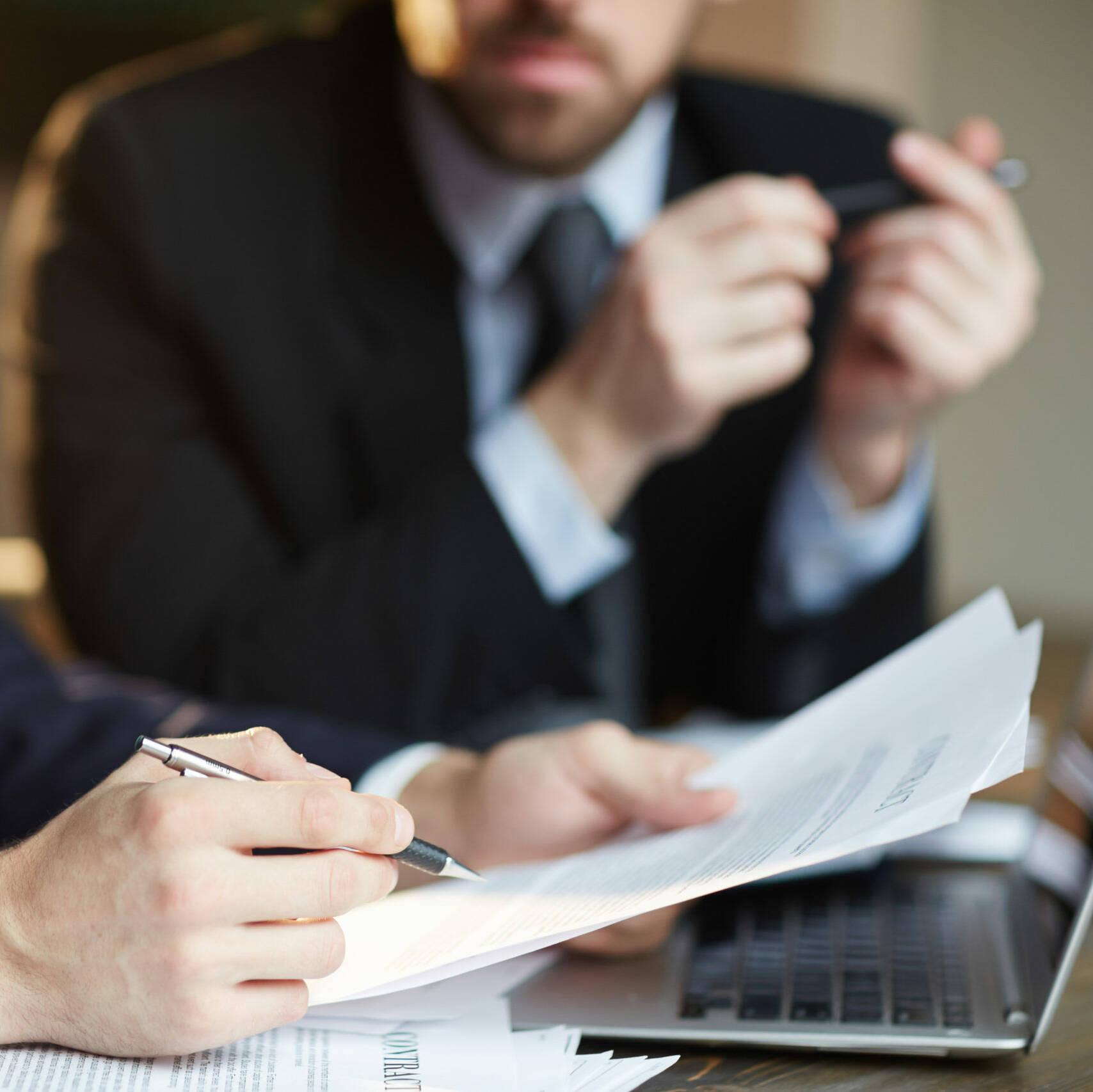 Finanzierungsangebote Dienstleistungsgewerbe spricht über Kreditangebot